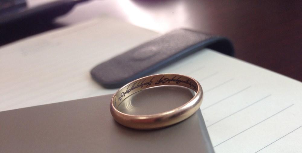 гравировка на мужское золотое кольцо